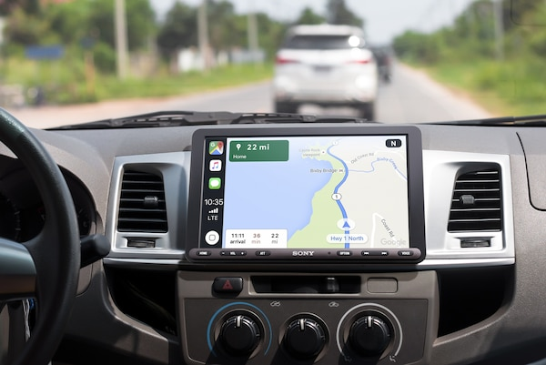XAV-AX8000 mostrando direcciones con Apple CarPlay